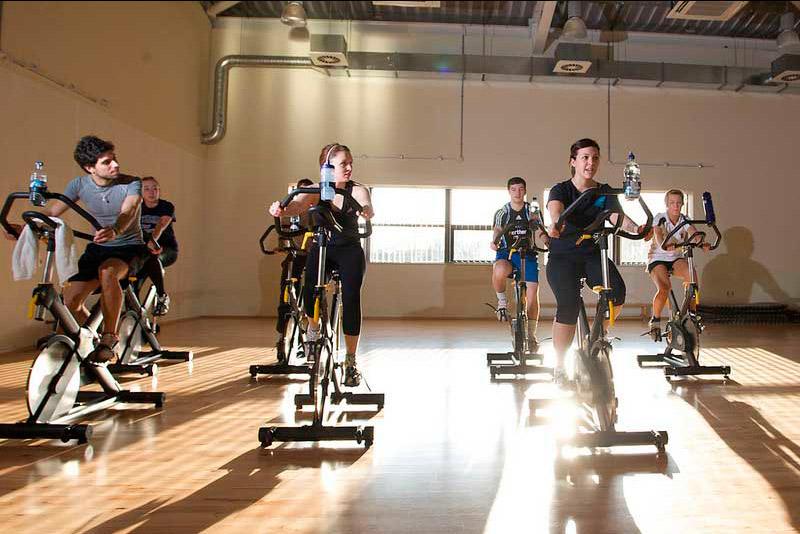 Rutinas de ejercicios para bajar de peso y definir musculos de la
